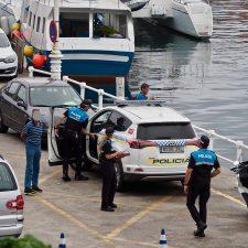 Detenido un conductor que se daba a la fuga tras golpear a otro vehículo estacionado en Ribadesella