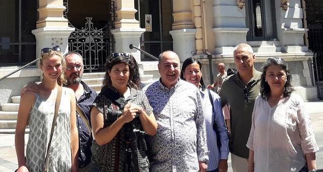 La fachada del Casino de Llanes rendirá homenaje a las gentes del concejo con los retratos de tres llaniscos