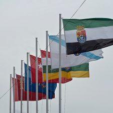 Banderas a media asta en Ribadesella y Arriondas durante la semana grande de Piragües