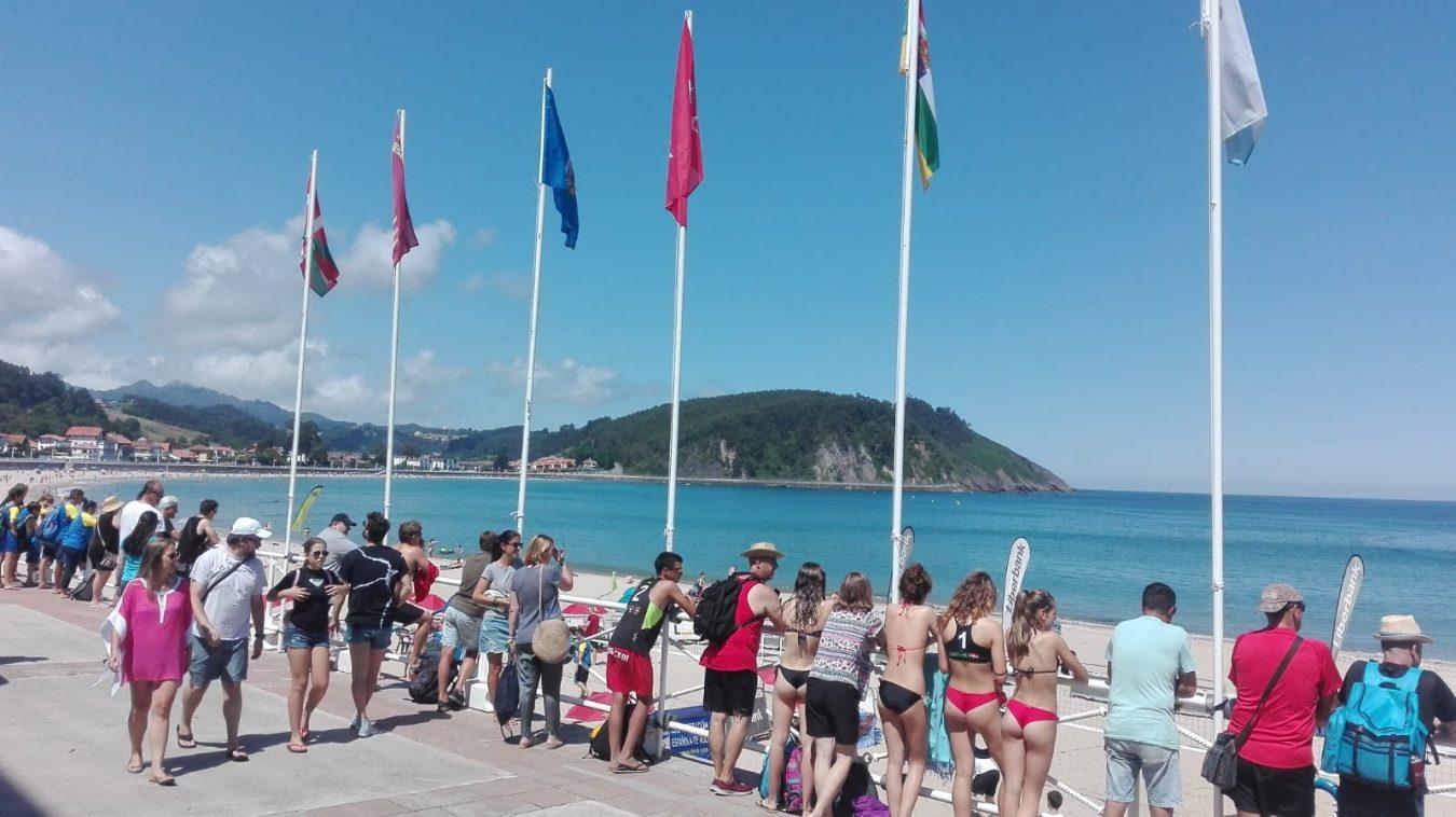 Santa Marina, una playa muy deportiva en el verano de Ribadesella: Surf, Voley y Rugby