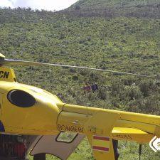 Evacuado al HUCA un vecino de Cavandi (Peñamellera Baja) accidentado con su tractor