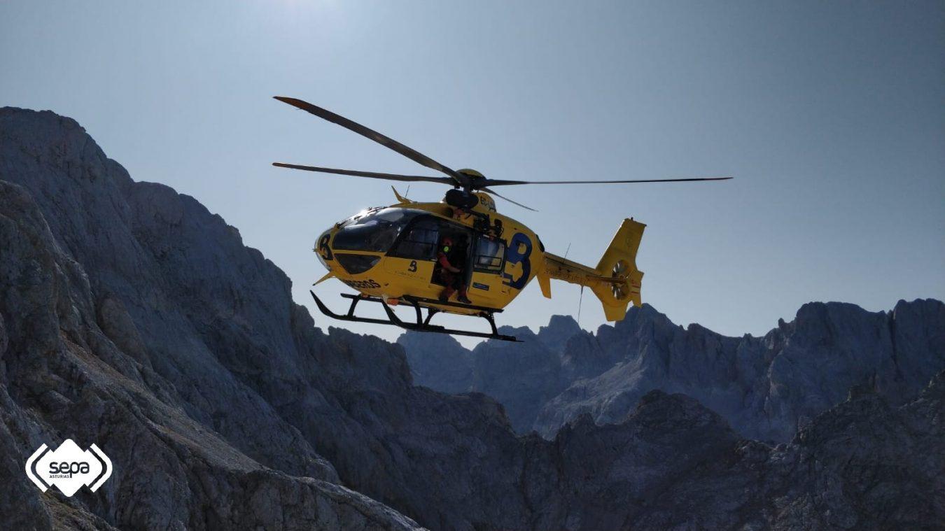 Rescatada una pareja que se quedó enriscada en el Picu Urriellu