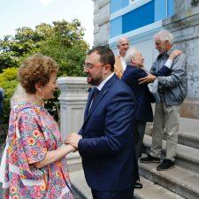 Barbón se encuentra en Colombres con la embajadora de México en España, Roberta Lajous