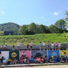 Los niños del Campamento de Verano de Onís inmortalizan la figura de Pepillo Remis y su cámara