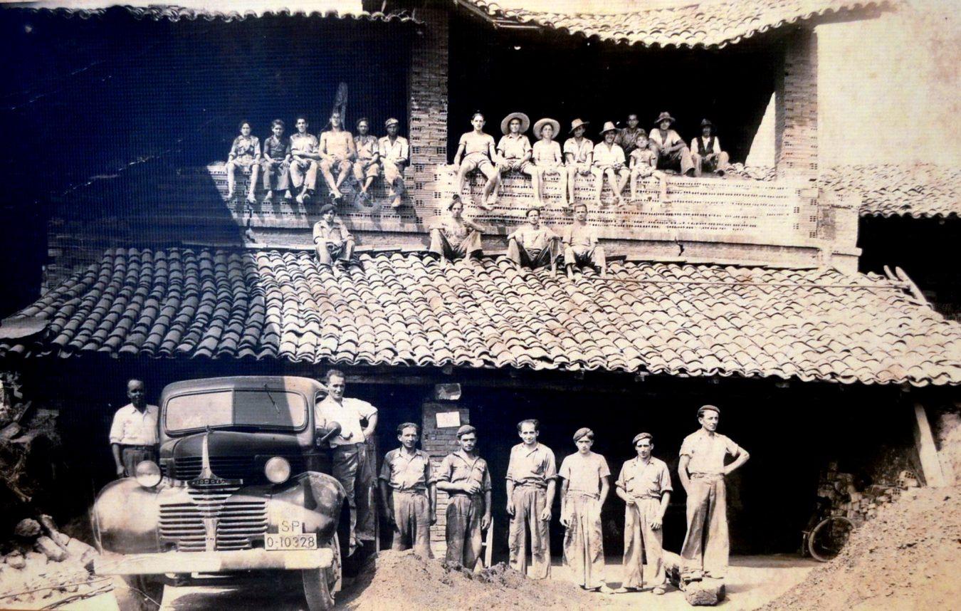 Abre sus puertas en Llanes la exposición titulada La Xíriga y Los Tejeros