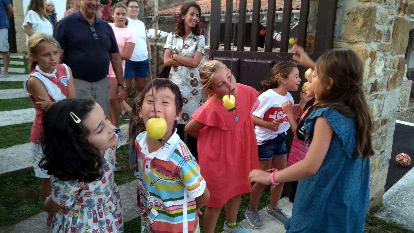 El pueblo de Llinares (Ribadesella), recupera La Velilla con juegos infantiles y una comida popular