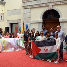 El Ayuntamiento de Llanes recibe a cinco niñas saharauis del programa Vacaciones en Paz