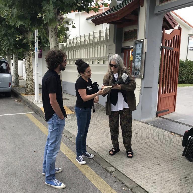 La rockera estadounidense Patti Smith pasa unas horas de descanso y reflexión en Ribadesella