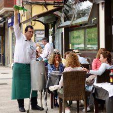 La higiene y limpieza de las terrazas en el punto de mira del Ayuntamiento de Ribadesella