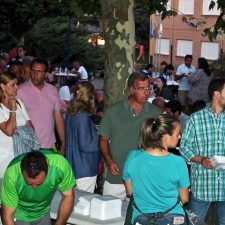 Ribadesella reparte 400 raciones de paella para honrar a Santa Marina