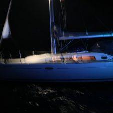 Rescatado esta madrugada otro velero que quedó varado en la playa de Ribadesella