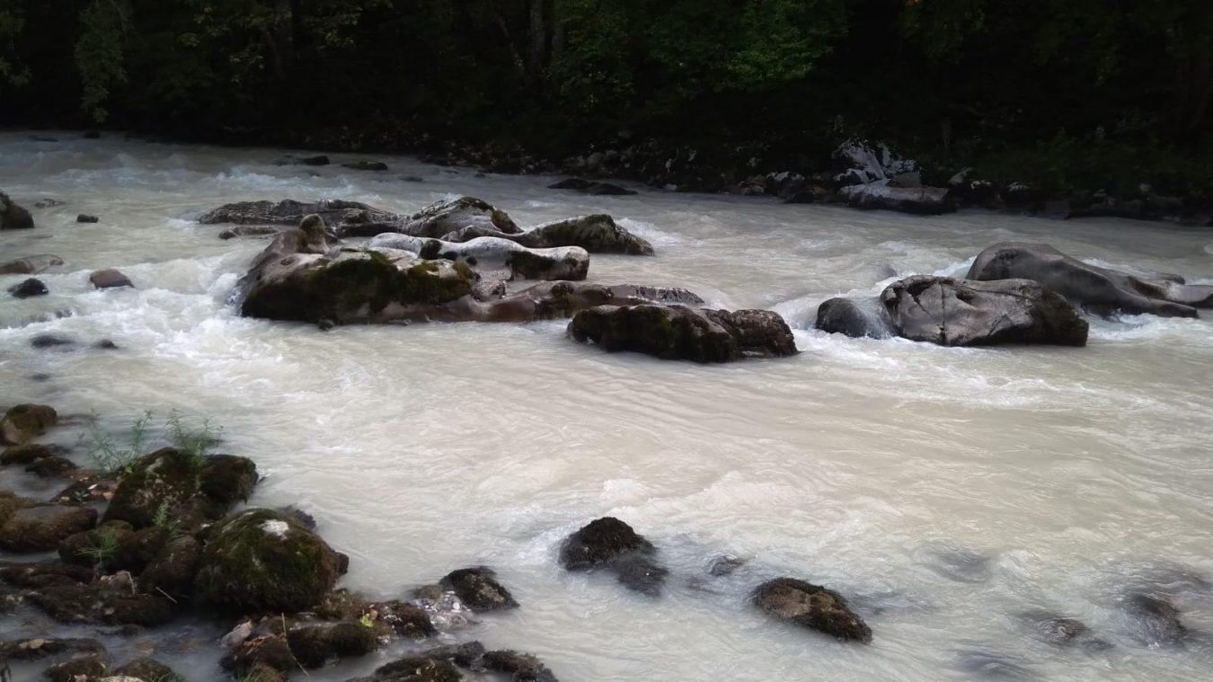 Los ecologistas denuncian un escandaloso vertido en los ríos Casaño y Cares a su paso por Arenas de Cabrales
