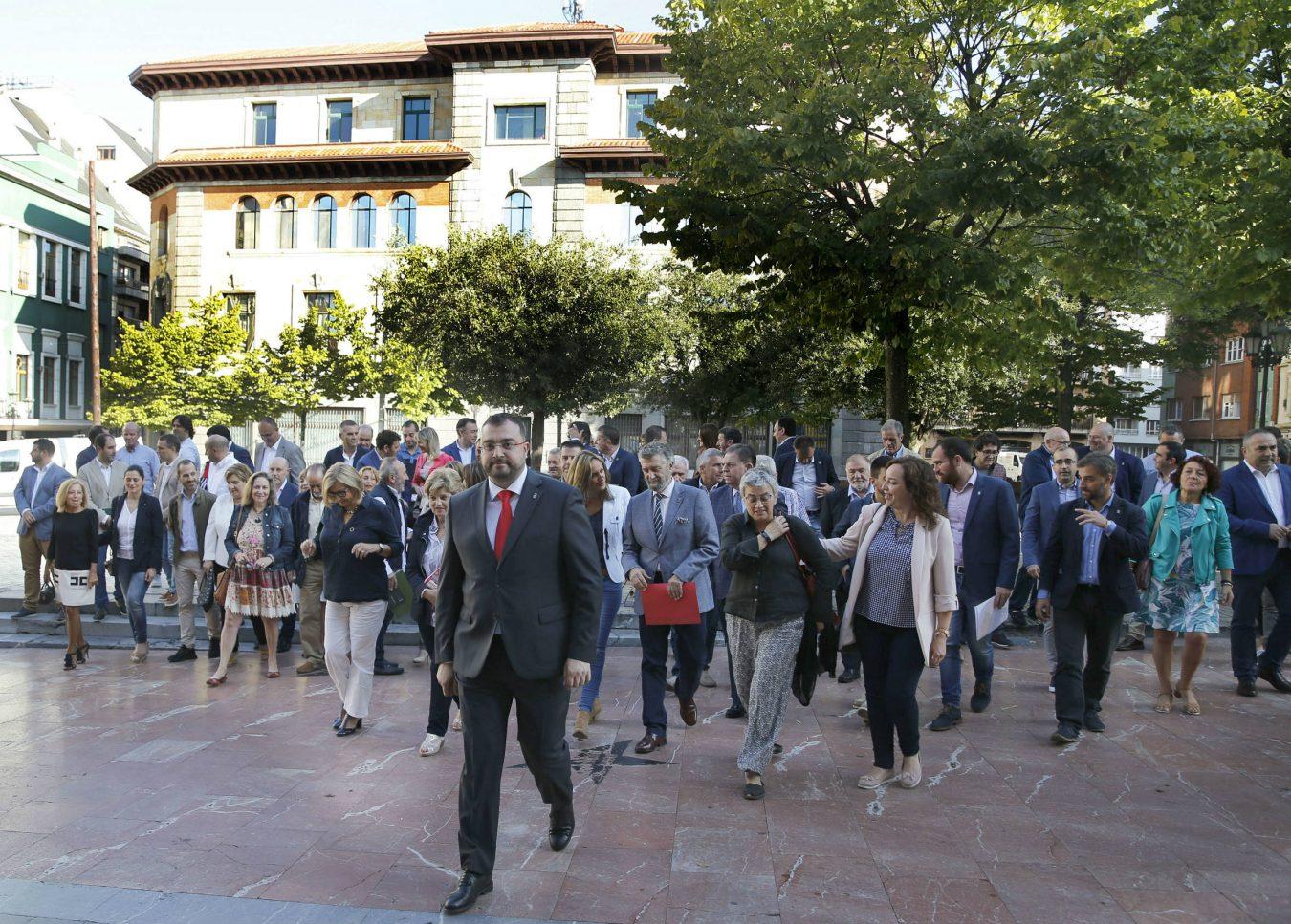 Nueve alcaldes de la comarca acuden al encuentro convocado por Adrián Barbón