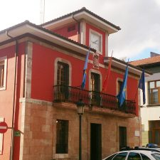 El Ayuntamiento de Parres aprueba una serie de medidas tributarias para estos tiempos de crisis