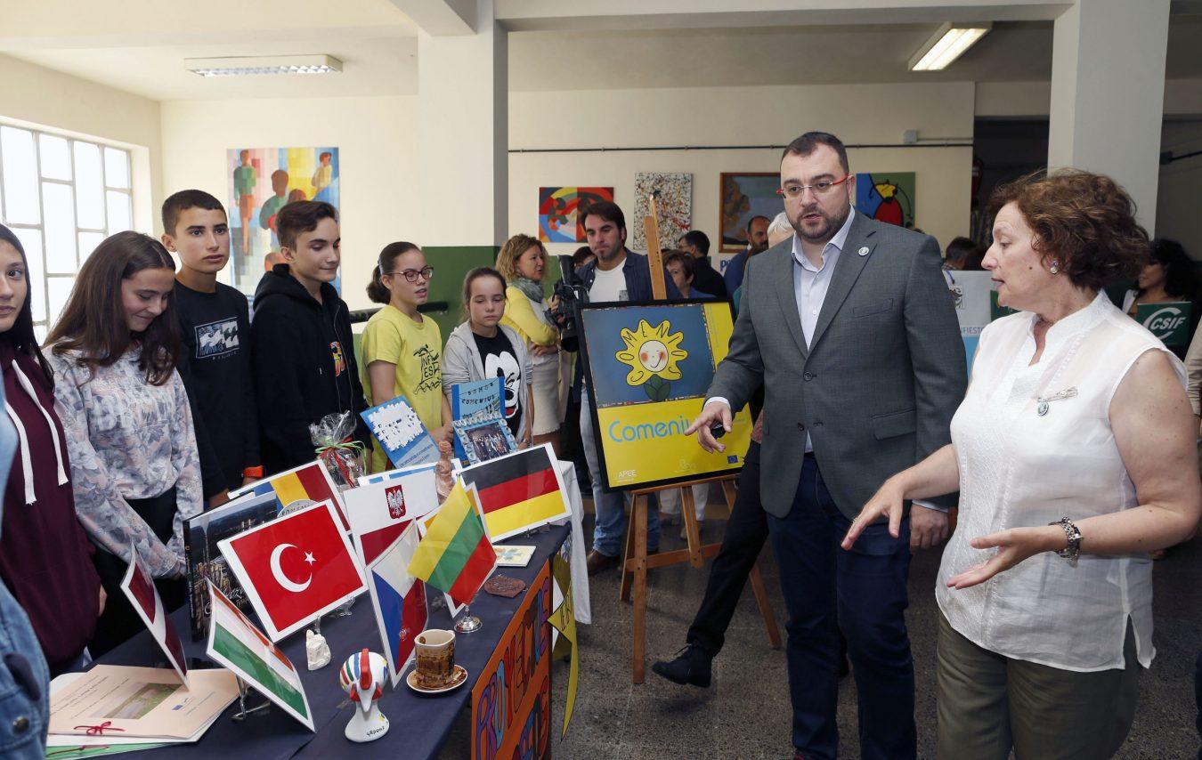 Barbón inaugura el curso académico de Educación Secundaria y Bachillerato en el IES de Infiesto