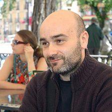 El escritor llanisco Martín López Vega, nuevo Director General de Cultura y Patrimonio