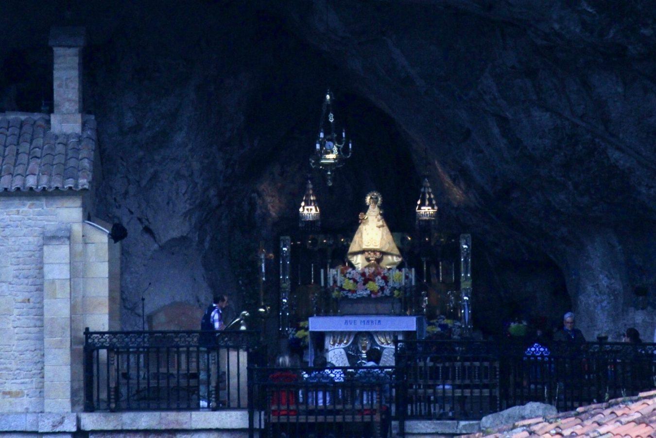 Covadonga continúa celebrando las novenas en honor a La Santina, patrona de Asturias