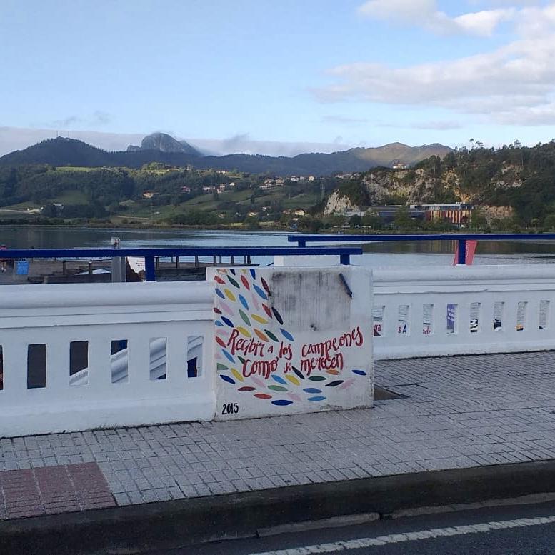 El vandalismo se ceba con dos símbolos riosellanos de la Fiesta Les Piragües
