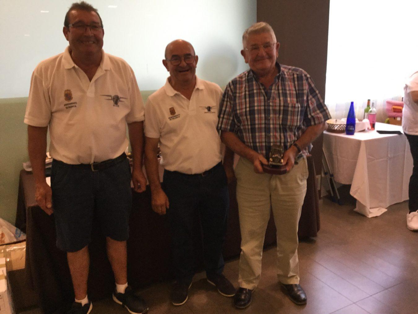 El Encuentro Internacional de Seat 600 distingue al cangués Angel Remis, de 86 años de edad