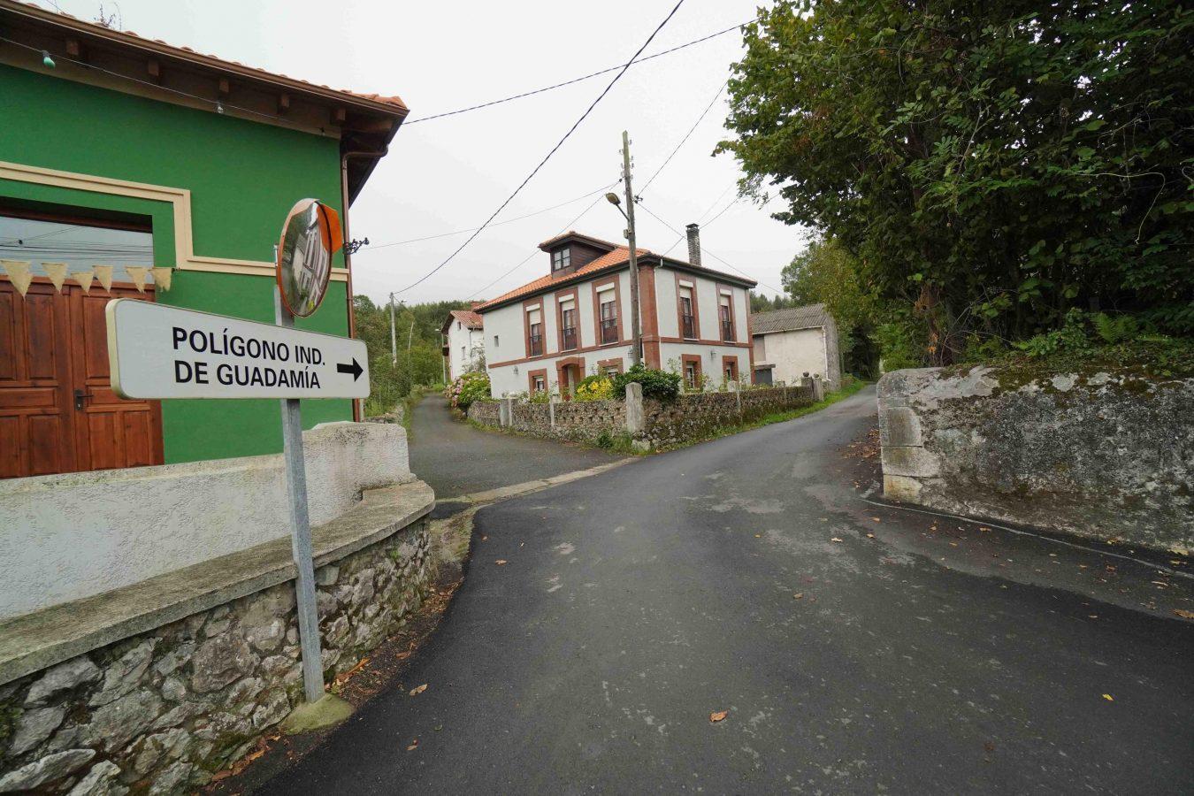 El PP urge limitar la velocidad en los pueblos de Ribadesella tras el atropello de un niño en Camangu