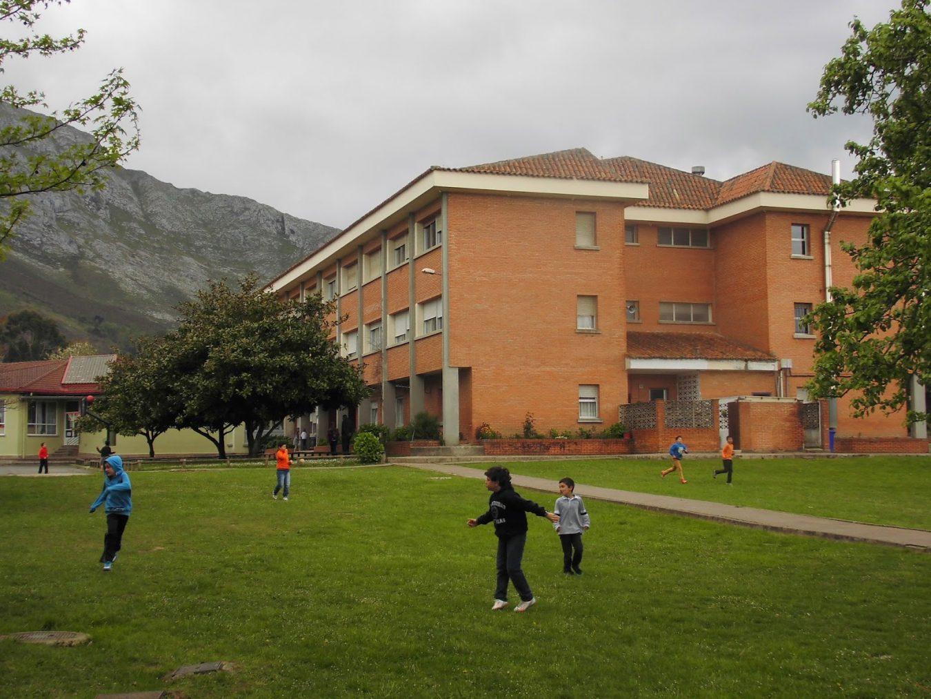 Transporte escolar a tiempo parcial en el colegio público Valdellera de Posada de Llanes