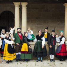 La indumentaria tradicional asturiana pisará por primera vez la Pasarela Riosellana de la moda el año que viene