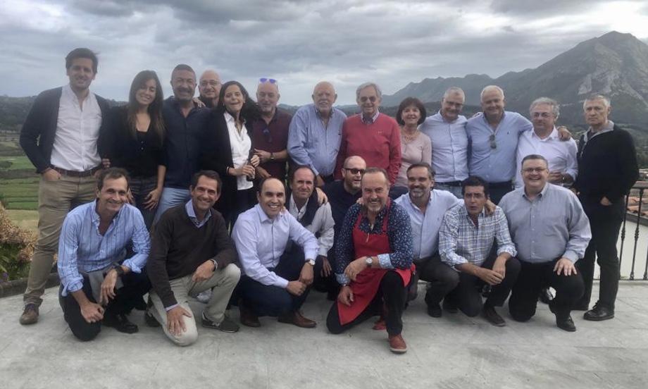 La cúpula de McDonald's España se reúne en Ribadesella para disfrutar de la gastronomía asturiana
