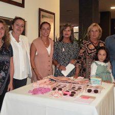La IV Merienda Solidaria de la AECC en Ribadesella recauda más de 1.600 euros