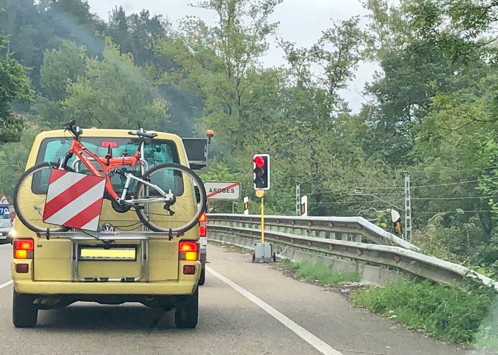 El semáforo de Parres tiene los días contados. La carretera N-634 se abrirá antes del mes de julio