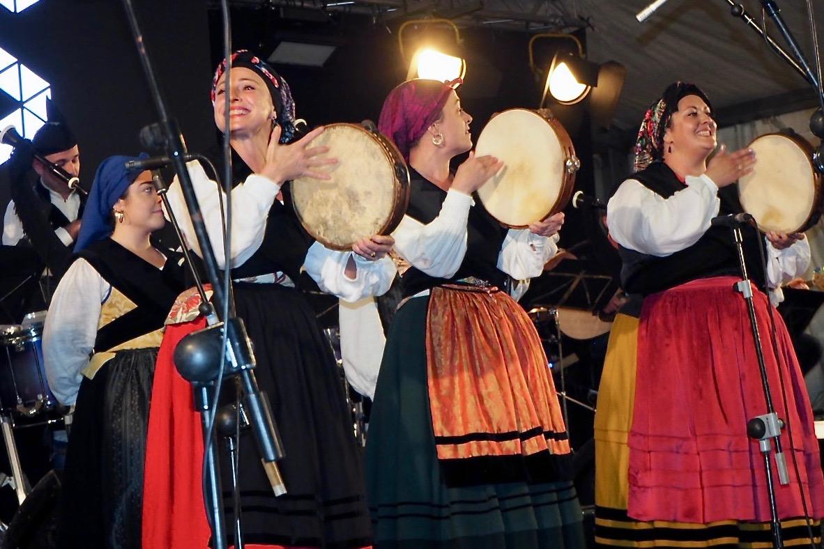 Ribadesella muestra orgullo por su Banda Gaites en el décimo aniversario de su refundación