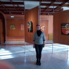 La pintura colorista de la riosellana Carmen Vega ya se expone en el Club de Campo del Naranco