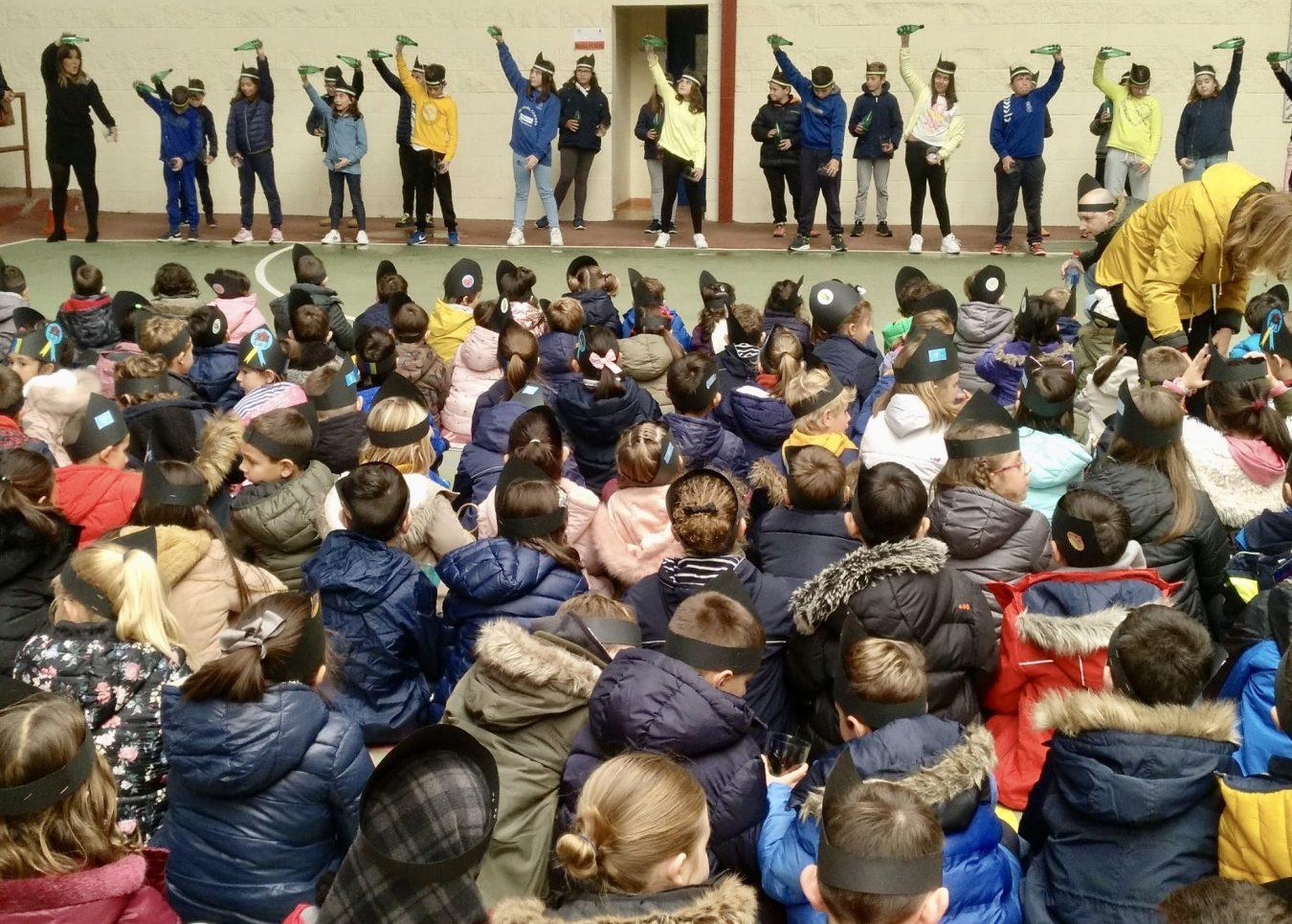 Amagüestu Escolar en Ribadesella con taller de baile, castañas y un multitudinario escanciado simultáneo