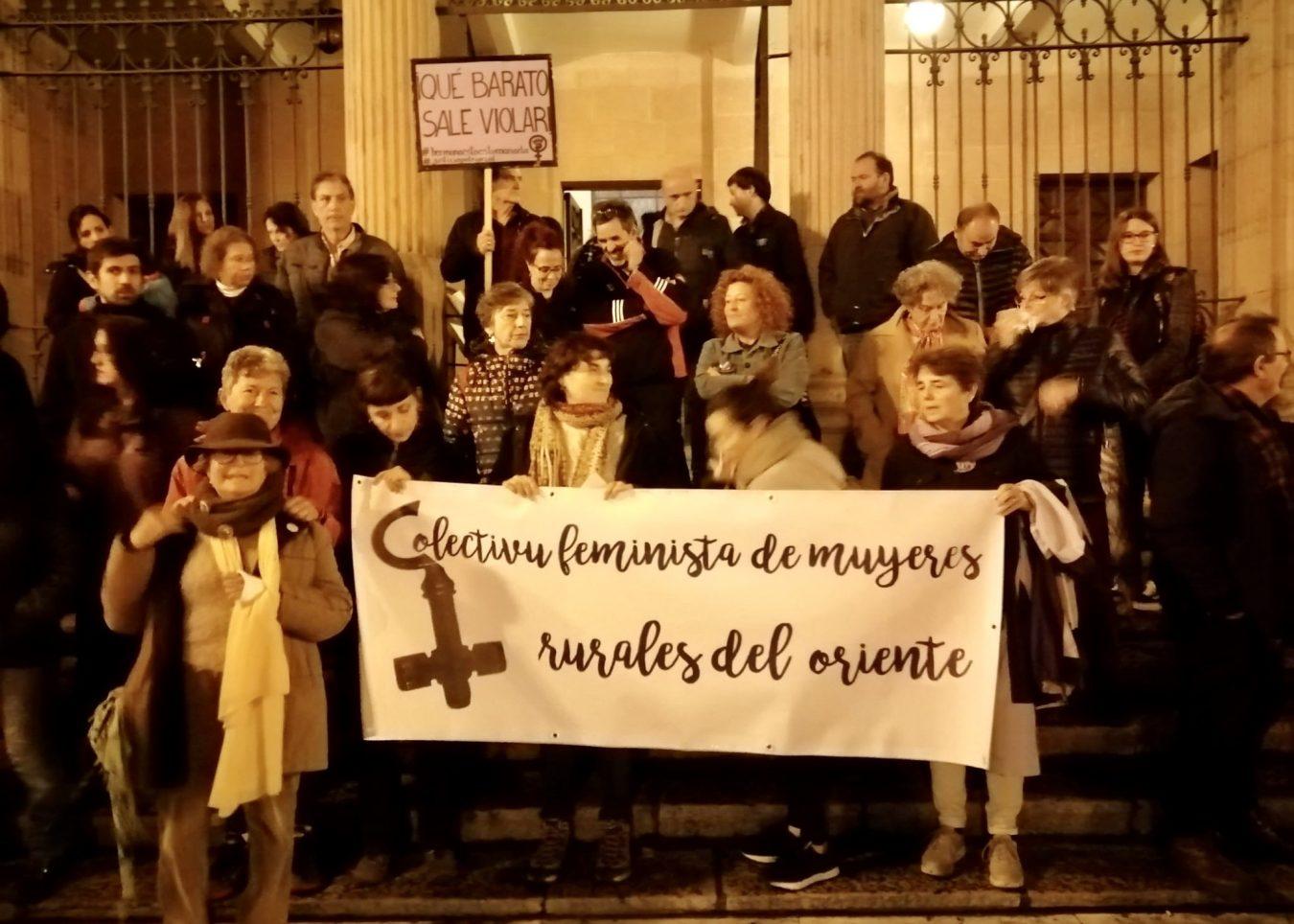 Concentración en Cangas de Onís contra la sentencia a la Manada de Manresa