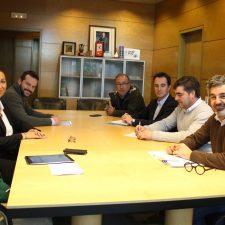 El lobo, los desbroces y la mejora de pistas temas de la reunión de Cangas de Onís con el Consejero de Desarrollo Rural