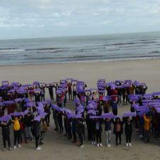 La playa de Ribadesella un símbolo para vencer la Violencia Machista hacia las Mujeres
