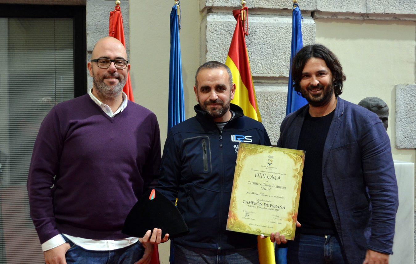 Recepción oficial en Llanes al piloto local, Campeón de España, Fredy Tamés