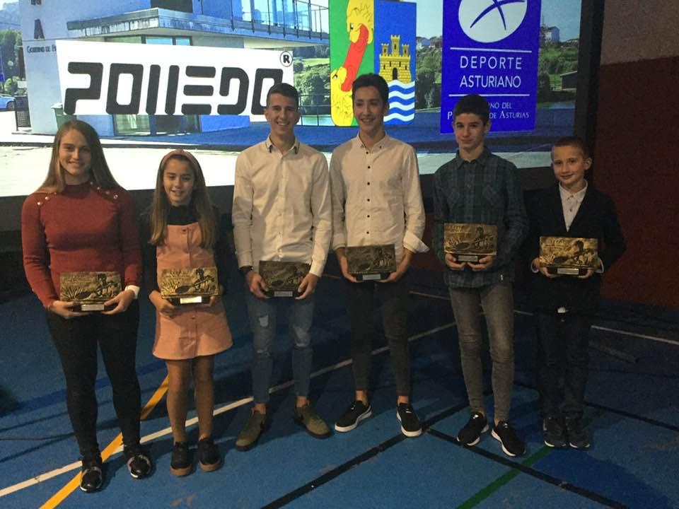 Lluvia de premios para el oriente de Asturias en la Gala del Piragüismo 2019 celebrada en Navia