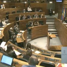 Los diputados asturianos en la Junta General quieren subirse el sueldo un 2.2% para el año que viene. Podemos y VOX se oponen