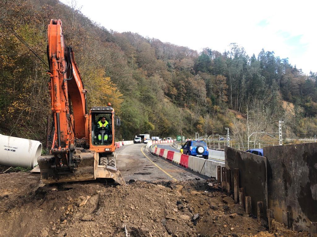 Obras de drenaje o nuevo socavón en la N-634 entre Ozanes y Arobes