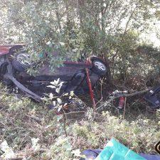 Una mujer resulta herida tras volcar con su coche en la carretera de Luces (Colunga) y caer por un terraplén