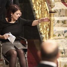 La diputada riosellana Adriana Lastra inicia la legislatura en silla de ruedas tras torcerse un tobillo en el Congreso
