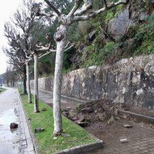 El Paseo de la Grúa de Ribadesella tampoco se libra de los argayos con tanta lluvia