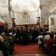 El Coro Peñasanta llena la abadía de Villanueva en la clausura del ciclo de conciertos de Navidad en el Parador