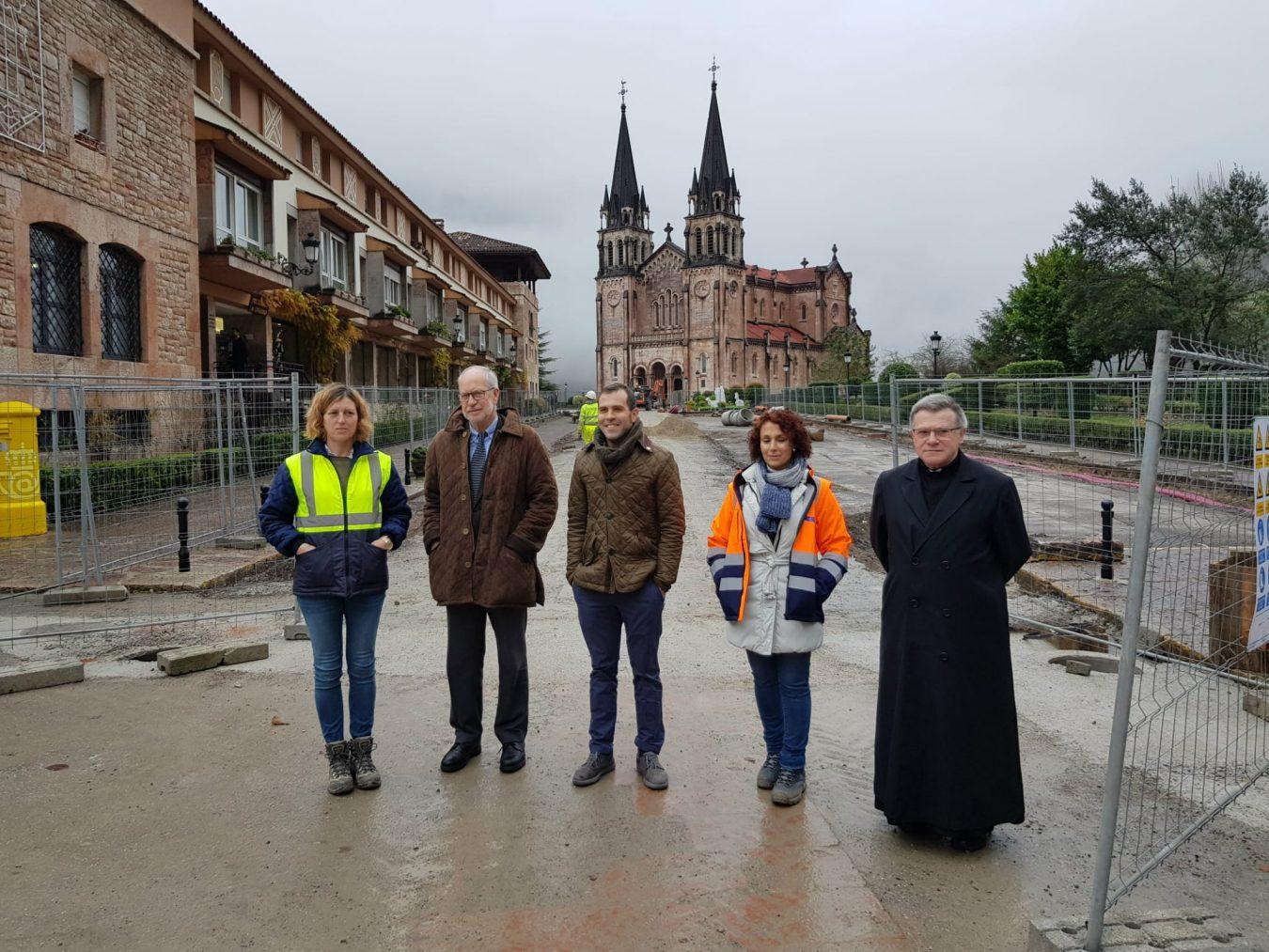 Las obras de acondicionamiento en la explanada de Covadonga continúan a buen ritmo