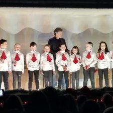 Nando Agüeros invitado estelar en la Fiesta de Navidad del colegio público de Arenas de Cabrales
