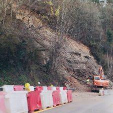 Las lluvias generan nuevos argayos en la carretera N-634 entre Arriondas e Infiesto, ahora con dos semáforos