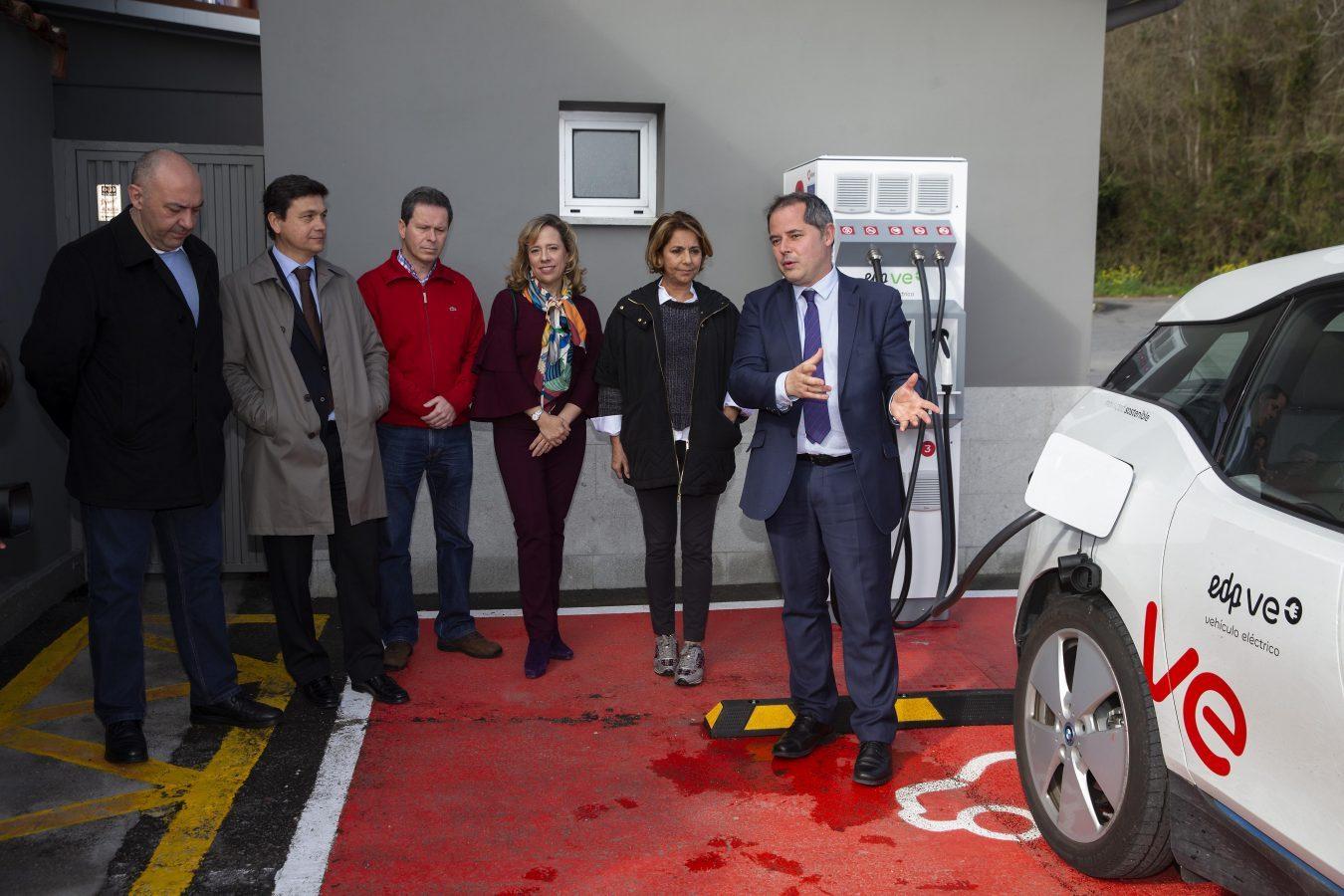 Llanes instalará un punto de carga semirápida para vehículos eléctricos con la ayuda del Plan Moves del Principado