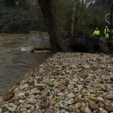 Las crecida del rio Bedón podría llevarse la escollera que la CHC construye en Frieras (Llanes)