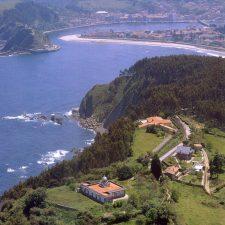 La finca del Faro está fuera de la normativa urbanística de Ribadesella