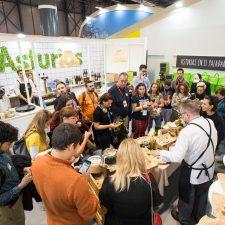 Talleres con queso Cabrales, el juego del cascayu y un Trivial del Camino en el stand de Asturias en Fitur